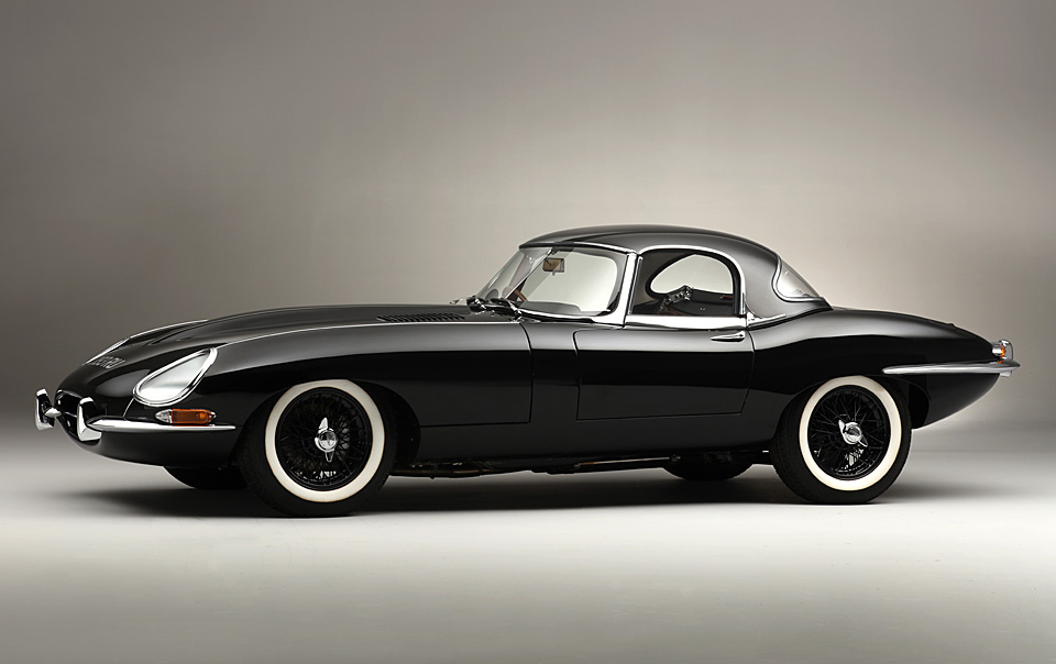 Introduced In 3 8 Litre Form 1961 The Jaguar E Type Caused A Sensation When It Eared With Instantly Clic Lines And 150mph Top Sd